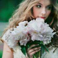 romantic-spring-wedding-outdoor-venue-romantic-bride-with-bouquet.original