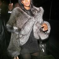 Naomi+Campbell+large+fur+coat+leaves+Fashion+FVkq9byAZxEl